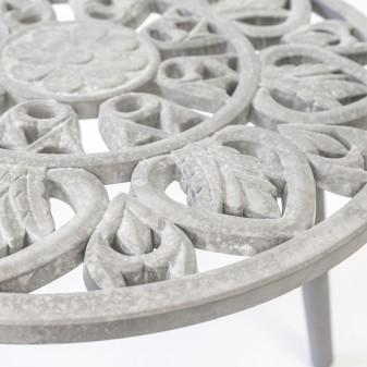 Conjunto 2 mesitas auxiliares con grabados  Mesas auxiliares  Color: gris envejecido; Tipo de producto: mesas centro; Ambiente: